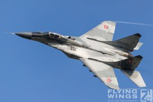 http://flying-wings.com/plugins/content/sige/plugin_sige/showthumb.php?img=/images/airshows/18_siaf/MiGs/SIAF_MiG-29-8817_Zeitler.jpg&width=396&height=300&quality=80&ratio=1&crop=0&crop_factor=50&thumbdetail=0
