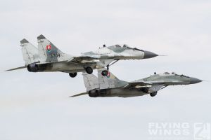 http://flying-wings.com/plugins/content/sige/plugin_sige/showthumb.php?img=/images/airshows/18_siaf/MiGs/SIAF_MiG-29-9068_Zeitler.jpg&width=396&height=300&quality=80&ratio=1&crop=0&crop_factor=50&thumbdetail=0