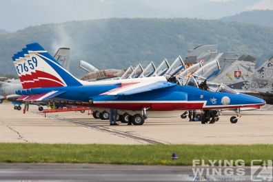 http://flying-wings.com/plugins/content/sige/plugin_sige/showthumb.php?img=/images/airshows/18_siaf/PdF/SIAF_Patrouille_de_France-7868_Zeitler.jpg&width=396&height=300&quality=80&ratio=1&crop=0&crop_factor=50&thumbdetail=0