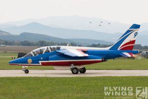 http://flying-wings.com/plugins/content/sige/plugin_sige/showthumb.php?img=/images/airshows/18_siaf/PdF/SIAF_Patrouille_de_France-7956_Zeitler.jpg&width=396&height=300&quality=80&ratio=1&crop=0&crop_factor=50&thumbdetail=0