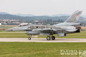 http://flying-wings.com/plugins/content/sige/plugin_sige/showthumb.php?img=/images/airshows/18_siaf/Pol_F-16/SIAF_F-16_Poland-7744_Zeitler.jpg&width=260&height=300&quality=80&ratio=1&crop=0&crop_factor=50&thumbdetail=0