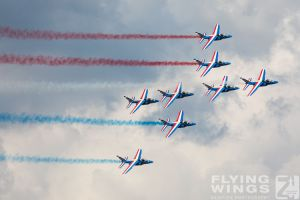 http://flying-wings.com/plugins/content/sige/plugin_sige/showthumb.php?img=/images/airshows/18_siaf/Teams/SIAF_Patrouille_de_France-7281_Zeitler.jpg&width=260&height=300&quality=80&ratio=1&crop=0&crop_factor=50&thumbdetail=0