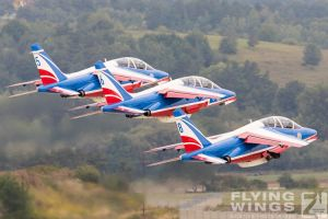 http://flying-wings.com/plugins/content/sige/plugin_sige/showthumb.php?img=/images/airshows/18_siaf/Teams/SIAF_Patrouille_de_France-7951_Zeitler.jpg&width=260&height=300&quality=80&ratio=1&crop=0&crop_factor=50&thumbdetail=0