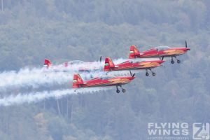 http://flying-wings.com/plugins/content/sige/plugin_sige/showthumb.php?img=/images/airshows/18_siaf/Teams/SIAF_Royal_Jordanian_Falcons-9689_Zeitler.jpg&width=260&height=300&quality=80&ratio=1&crop=0&crop_factor=50&thumbdetail=0