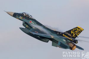http://flying-wings.com/plugins/content/sige/plugin_sige/showthumb.php?img=/images/airshows/18_tsuiki/gallery/Tsuiki_Airshow_F-2_6-ship-5480_Zeitler.jpg&width=180&height=200&quality=80&ratio=1&crop=0&crop_factor=50&thumbdetail=0