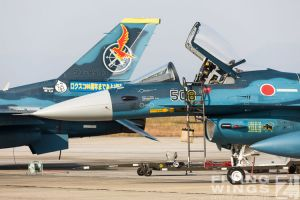 http://flying-wings.com/plugins/content/sige/plugin_sige/showthumb.php?img=/images/airshows/18_tsuiki/gallery/Tsuiki_Airshow_F-2_specials-2547_Zeitler.jpg&width=180&height=200&quality=80&ratio=1&crop=0&crop_factor=50&thumbdetail=0