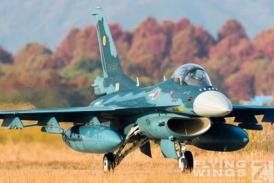 http://flying-wings.com/plugins/content/sige/plugin_sige/showthumb.php?img=/images/airshows/18_tsuiki/opening/Tsuiki_Airshow_F-2_6-ship-5567_Zeitler.jpg&width=396&height=300&quality=80&ratio=1&crop=0&crop_factor=50&thumbdetail=0