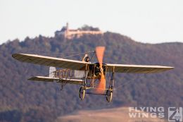 http://flying-wings.com/plugins/content/sige/plugin_sige/showthumb.php?img=/images/airshows/19_Hahnweide/Carlson_6/Hahnweide19_Bleriot-8735_Zeitler.jpg&width=260&height=300&quality=80&ratio=1&crop=0&crop_factor=50&thumbdetail=0