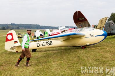 http://flying-wings.com/plugins/content/sige/plugin_sige/showthumb.php?img=/images/airshows/19_Hahnweide/Segelflug_6/Hahnweide19_Segelflug-8983_Zeitler.jpg&width=396&height=300&quality=80&ratio=1&crop=0&crop_factor=50&thumbdetail=0