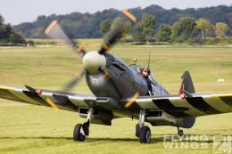 http://flying-wings.com/plugins/content/sige/plugin_sige/showthumb.php?img=/images/airshows/19_Hahnweide/bunt_9/Hahnweide19_Spitfire-9050_Zeitler.jpg&width=260&height=300&quality=80&ratio=1&crop=0&crop_factor=50&thumbdetail=0