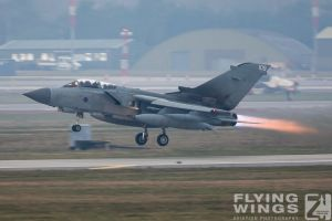 http://flying-wings.com/plugins/content/sige/plugin_sige/showthumb.php?img=/images/airshows/19_Marham/gallery/RAF_Tornado_GR4_Marham-6933_Zeitler.jpg&width=260&height=400&quality=80&ratio=1&crop=0&crop_factor=50&thumbdetail=0
