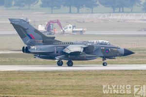 http://flying-wings.com/plugins/content/sige/plugin_sige/showthumb.php?img=/images/airshows/19_Marham/gallery/RAF_Tornado_GR4_Marham-9359_Zeitler.jpg&width=260&height=400&quality=80&ratio=1&crop=0&crop_factor=50&thumbdetail=0