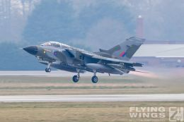 http://flying-wings.com/plugins/content/sige/plugin_sige/showthumb.php?img=/images/airshows/19_Marham/gallery/RAF_Tornado_GR4_Marham-9363_Zeitler.jpg&width=260&height=400&quality=80&ratio=1&crop=0&crop_factor=50&thumbdetail=0