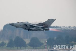 http://flying-wings.com/plugins/content/sige/plugin_sige/showthumb.php?img=/images/airshows/19_Marham/gallery/RAF_Tornado_GR4_Marham-9450_Zeitler.jpg&width=260&height=400&quality=80&ratio=1&crop=0&crop_factor=50&thumbdetail=0