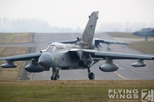 http://flying-wings.com/plugins/content/sige/plugin_sige/showthumb.php?img=/images/airshows/19_Marham/gallery/RAF_Tornado_GR4_Marham-9460_Zeitler.jpg&width=260&height=400&quality=80&ratio=1&crop=0&crop_factor=50&thumbdetail=0