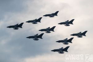 http://flying-wings.com/plugins/content/sige/plugin_sige/showthumb.php?img=/images/airshows/19_Marham/gallery/RAF_Tornado_GR4_Marham-9532_Zeitler.jpg&width=260&height=400&quality=80&ratio=1&crop=0&crop_factor=50&thumbdetail=0