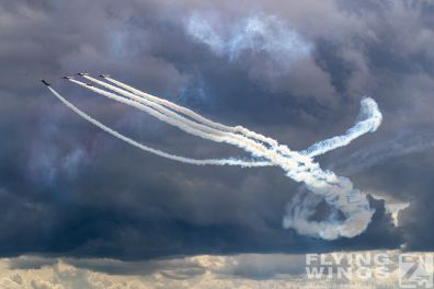 http://flying-wings.com/plugins/content/sige/plugin_sige/showthumb.php?img=/images/airshows/19_Melun/Teams_4/Melun_Patrouille_Tranchant-4913_Zeitler.jpg&width=396&height=300&quality=80&ratio=1&crop=0&crop_factor=50&thumbdetail=0