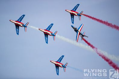 http://flying-wings.com/plugins/content/sige/plugin_sige/showthumb.php?img=/images/airshows/19_Melun/Teams_4/Melun_Patrouille_de_France-4697_Zeitler.jpg&width=396&height=300&quality=80&ratio=1&crop=0&crop_factor=50&thumbdetail=0