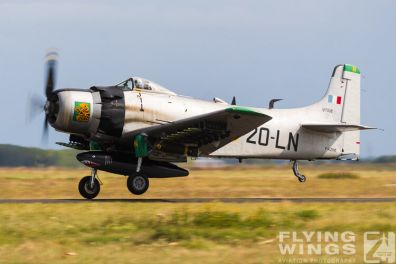 http://flying-wings.com/plugins/content/sige/plugin_sige/showthumb.php?img=/images/airshows/19_Melun/warbirds_8/Melun_Skyraider-5126_Zeitler.jpg&width=396&height=300&quality=80&ratio=1&crop=0&crop_factor=50&thumbdetail=0