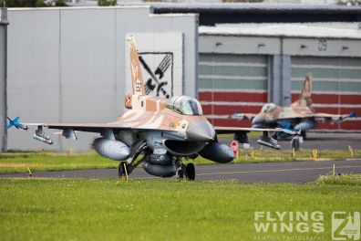 http://flying-wings.com/plugins/content/sige/plugin_sige/showthumb.php?img=/images/airshows/20_BlueWings/2-1/_F-16D-8375_Zeitler.jpg&width=396&height=300&quality=80&ratio=1&crop=0&crop_factor=50&thumbdetail=0