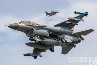 http://flying-wings.com/plugins/content/sige/plugin_sige/showthumb.php?img=/images/airshows/20_BlueWings/2-1/_F-16D-8550_Zeitler.jpg&width=396&height=300&quality=80&ratio=1&crop=0&crop_factor=50&thumbdetail=0