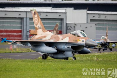 http://flying-wings.com/plugins/content/sige/plugin_sige/showthumb.php?img=/images/airshows/20_BlueWings/2-2/_F-16C-8428_Zeitler.jpg&width=396&height=300&quality=80&ratio=1&crop=0&crop_factor=50&thumbdetail=0