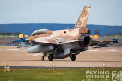 http://flying-wings.com/plugins/content/sige/plugin_sige/showthumb.php?img=/images/airshows/20_BlueWings/2-2/_F-16D-8442_Zeitler.jpg&width=396&height=300&quality=80&ratio=1&crop=0&crop_factor=50&thumbdetail=0