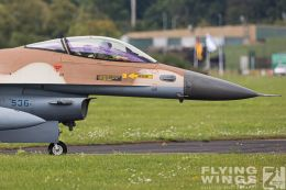 http://flying-wings.com/plugins/content/sige/plugin_sige/showthumb.php?img=/images/airshows/20_BlueWings/3-1/_F-16C-8444_Zeitler.jpg&width=260&height=300&quality=80&ratio=1&crop=0&crop_factor=50&thumbdetail=0