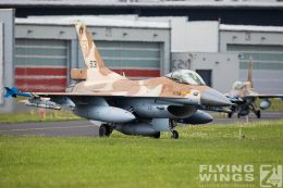 http://flying-wings.com/plugins/content/sige/plugin_sige/showthumb.php?img=/images/airshows/20_BlueWings/3-1/_F-16C-8466_Zeitler.jpg&width=260&height=300&quality=80&ratio=1&crop=0&crop_factor=50&thumbdetail=0
