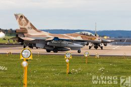 http://flying-wings.com/plugins/content/sige/plugin_sige/showthumb.php?img=/images/airshows/20_BlueWings/3-2/_F-16C-3112_Zeitler.jpg&width=260&height=300&quality=80&ratio=1&crop=0&crop_factor=50&thumbdetail=0