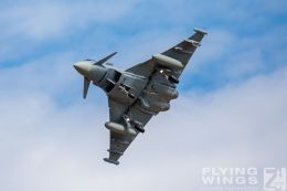 http://flying-wings.com/plugins/content/sige/plugin_sige/showthumb.php?img=/images/airshows/20_BlueWings/3-3/_Eurofighter-8726_Zeitler.jpg&width=260&height=300&quality=80&ratio=1&crop=0&crop_factor=50&thumbdetail=0