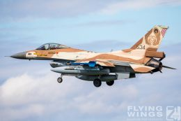 http://flying-wings.com/plugins/content/sige/plugin_sige/showthumb.php?img=/images/airshows/20_BlueWings/3-3/_F-16C-8574_Zeitler.jpg&width=260&height=300&quality=80&ratio=1&crop=0&crop_factor=50&thumbdetail=0