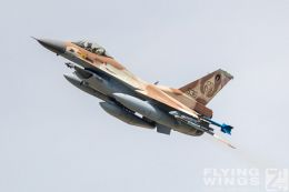 http://flying-wings.com/plugins/content/sige/plugin_sige/showthumb.php?img=/images/airshows/20_BlueWings/3-3/_F-16C-8761_Zeitler.jpg&width=260&height=300&quality=80&ratio=1&crop=0&crop_factor=50&thumbdetail=0