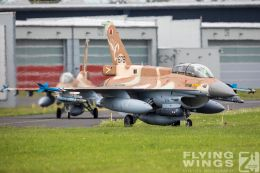 http://flying-wings.com/plugins/content/sige/plugin_sige/showthumb.php?img=/images/airshows/20_BlueWings/3-4/_F-16D-8501_Zeitler.jpg&width=260&height=300&quality=80&ratio=1&crop=0&crop_factor=50&thumbdetail=0