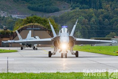 http://flying-wings.com/plugins/content/sige/plugin_sige/showthumb.php?img=/images/airshows/20_Meiringen/2/Meiringen_Hornet-8165_Zeitler.jpg&width=396&height=300&quality=80&ratio=1&crop=0&crop_factor=50&thumbdetail=0