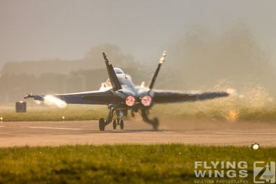http://flying-wings.com/plugins/content/sige/plugin_sige/showthumb.php?img=/images/airshows/20_Meiringen/8/Meiringen_Hornet-8746_Zeitler.jpg&width=396&height=300&quality=80&ratio=1&crop=0&crop_factor=50&thumbdetail=0