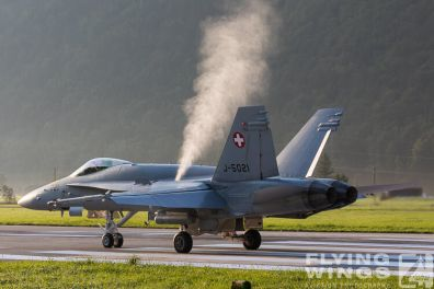 http://flying-wings.com/plugins/content/sige/plugin_sige/showthumb.php?img=/images/airshows/20_Meiringen/8/Meiringen_Hornet-9160_Zeitler.jpg&width=396&height=300&quality=80&ratio=1&crop=0&crop_factor=50&thumbdetail=0
