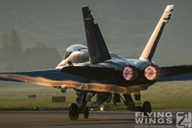 http://flying-wings.com/plugins/content/sige/plugin_sige/showthumb.php?img=/images/airshows/20_Meiringen/8/Meiringen_Hornet-9620_Zeitler.jpg&width=396&height=300&quality=80&ratio=1&crop=0&crop_factor=50&thumbdetail=0