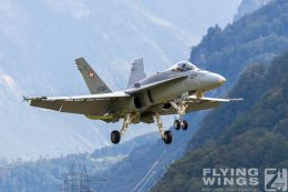 http://flying-wings.com/plugins/content/sige/plugin_sige/showthumb.php?img=/images/airshows/20_Meiringen/9/Meiringen_Hornet-9367_Zeitler.jpg&width=260&height=300&quality=80&ratio=1&crop=0&crop_factor=50&thumbdetail=0
