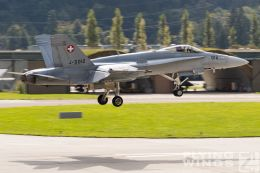 http://flying-wings.com/plugins/content/sige/plugin_sige/showthumb.php?img=/images/airshows/20_Meiringen/9/Meiringen_Hornet-9435_Zeitler.jpg&width=260&height=300&quality=80&ratio=1&crop=0&crop_factor=50&thumbdetail=0