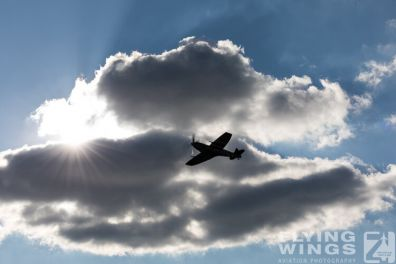 http://flying-wings.com/plugins/content/sige/plugin_sige/showthumb.php?img=/images/galleries/18_spitfire/1_4//Pilsen_Spit_air-air-8772_Zeitler.jpg&width=396&height=300&quality=80&ratio=1&crop=0&crop_factor=50&thumbdetail=0