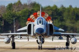 http://flying-wings.com/plugins/content/sige/plugin_sige/showthumb.php?img=/images/galleries/21_Japan_Phantoms/Hyakuri4/20151025-Hyakuri_F-4EJ_Formation-7580_Zeitler.jpg&width=260&height=300&quality=80&ratio=1&crop=0&crop_factor=50&thumbdetail=0