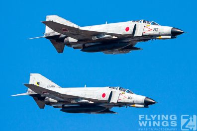 http://flying-wings.com/plugins/content/sige/plugin_sige/showthumb.php?img=/images/galleries/21_Japan_Phantoms/Nyuta2/20081207-_F-4_Base_Attack-1488_Zeitler.jpg&width=396&height=300&quality=80&ratio=1&crop=0&crop_factor=50&thumbdetail=0