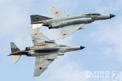 http://flying-wings.com/plugins/content/sige/plugin_sige/showthumb.php?img=/images/galleries/21_Japan_Phantoms/Nyuta2/20121128-JP12_F-4_Formation-9670_Zeitler.jpg&width=396&height=300&quality=80&ratio=1&crop=0&crop_factor=50&thumbdetail=0