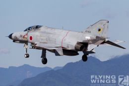 http://flying-wings.com/plugins/content/sige/plugin_sige/showthumb.php?img=/images/galleries/21_Japan_Phantoms/Nyuta3/20101110-Japan_F-4-7591_Zeitler.jpg&width=260&height=300&quality=80&ratio=1&crop=0&crop_factor=50&thumbdetail=0